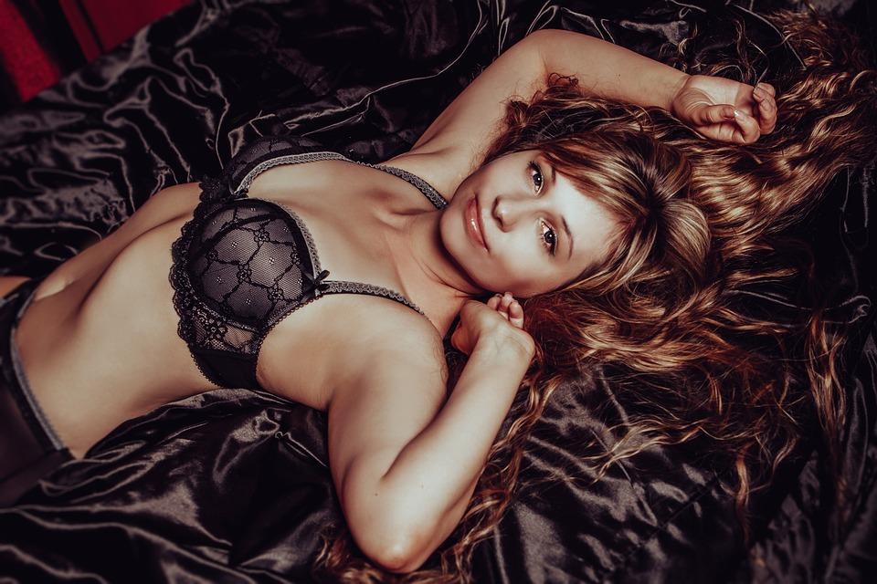 DESEJO:  Uma bela lingerie tem influência na hora de seduzir?