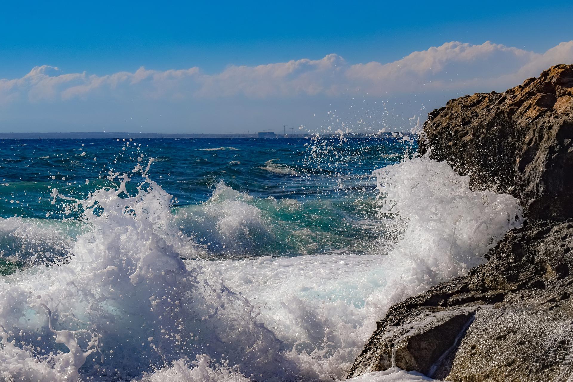 rocky-coast-4538109_1920